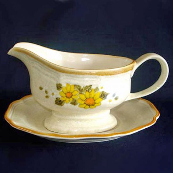 Mikasa Sunny Side Garden Club Gravy Boat with Underplate
